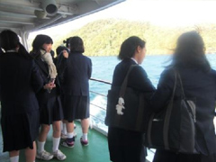 船で十和田湖観光