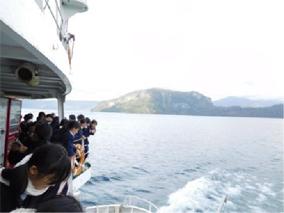 十和田湖を船で遊覧