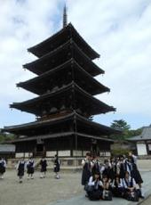 薬師寺で記念撮影