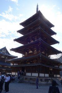 現存する世界最古の木造建築、法隆寺の五重塔