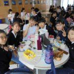 班での昼食風景